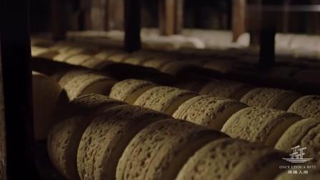 风味人间:布满青霉菌的法国霍克福蓝纹奶酪,你敢尝试吗?