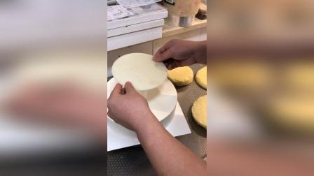 三层动物奶油蛋糕打桩视频