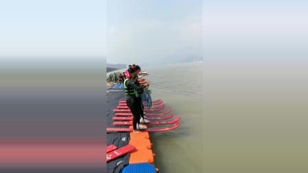 偶遇一群人冲浪, 大冬天的, 真是勇气可嘉!
