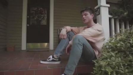 音乐视频   Alec Benjamin - Let Me Down Slowly