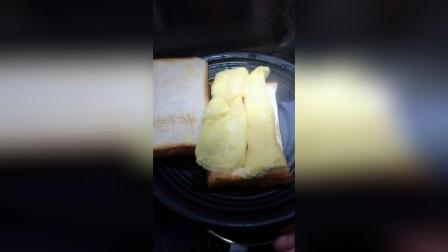 煎鸡排鸡蛋三明治