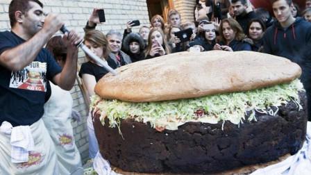 世界上最大的汉堡,直径4米,比一头牛还重,售价达到5.2万元!