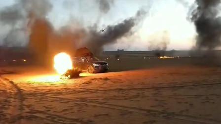 《战狼3》拍摄中可谓是惊心动魄,演员驾车逃离,场面火光四射!