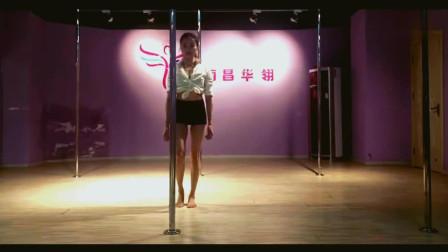 南昌性感妹子钢管舞表演一言不合就上天