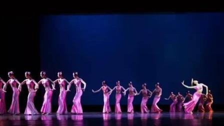 舞蹈民族舞《船歌》广州市艺术学校出演 看傣族小阿妹唯美的三道弯以及柔情似水 婀娜多姿
