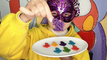 """小姐姐试吃""""船锚巧克力"""",一盘子五颜六色,好看又好吃超喜欢"""