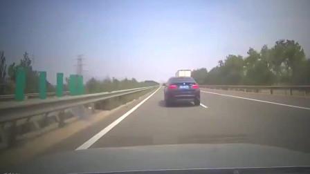 高速路上突发意外+司机这回被吓的不轻+太可怕了 开车请注意安全!