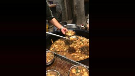 农村大锅菜, 莫名很恶心, 网友:为什么不带手套!