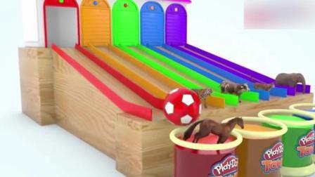 创意早教: 卡通动物被大足球推进彩色水缸 学习颜色