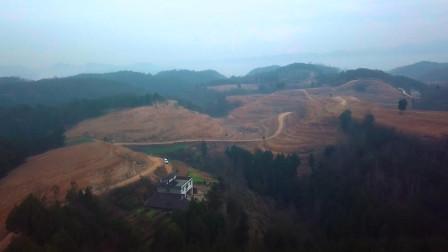 春节前航拍四川山区农村,风景优美但有一片是光秃秃的,为什么?