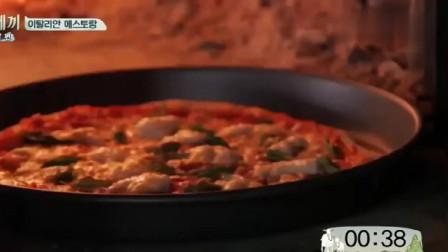 三时三餐,火炉烤芝士香肠披萨的过程,光是看见沸腾就很兴奋啦