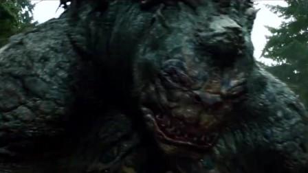 这个巨大怪兽从地底下钻出来直接把马车给掀翻了,威力强大