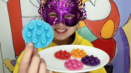 """小姐姐试吃""""蓝莓巧克力"""",一颗颗果香四溢,咬一口好惊喜"""