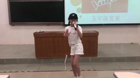 11岁小萝莉燃烧《卡路里》火爆网络, 原唱都不得不服!