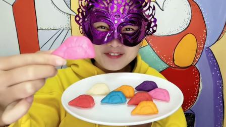 """小姐姐试吃""""榴莲肉巧克力"""",没有臭味只有香甜,空心薄脆好美味"""