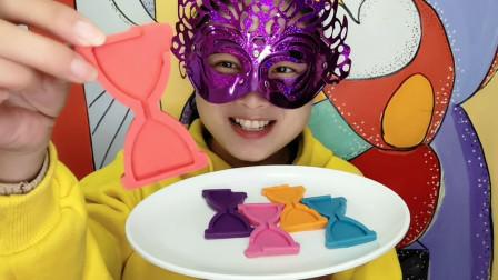 """小姐姐试吃""""沙漏巧克力"""",多彩多味好有趣,吃得香甜丝滑味道赞"""