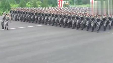 大阅兵:解放军阅兵训练,在哪里走都是器宇轩昂!