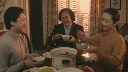 婆婆媳妇小姑:婆婆回家,媳妇已做好了饭,婆婆给奖励了一笔钱,婆媳都不容易