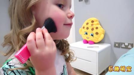 乐趣萌宝:萌娃玩换装化妆小游戏,把自己装扮好后又给洋娃娃化妆