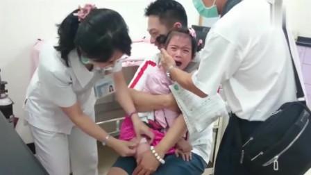 爸爸和小萝莉打针, 孩子撕心裂肺的哭声, 看着好可怜!