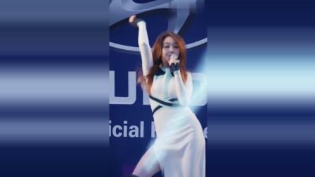 韩国女团路演:劲歌热舞点燃气氛,无论在什么