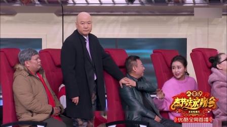 郭冬临拿着邵峰的票去找座位,列车员一番解释后,郭冬临懵了