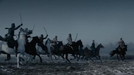 最新战争片,白军骑兵冒着马克沁重机枪火力,向苏联红军冲锋