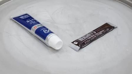 牛人用牙膏和巧克力一起炒冰淇淋,这创意太棒了!你那里有卖的吗