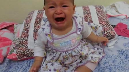 妈妈洗完头摘下头巾,小娃立马被吓得大哭:赶紧把我妈妈还回来