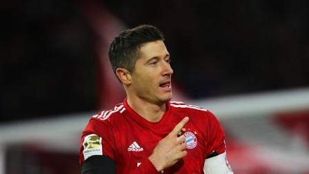 德甲-莱万传射格纳布里连场破门 拜仁3-1沙尔克