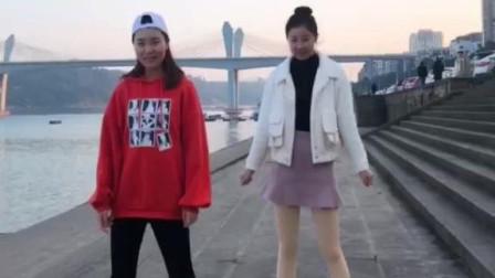 运动裤VS超短裙热舞,你喜欢哪一款?