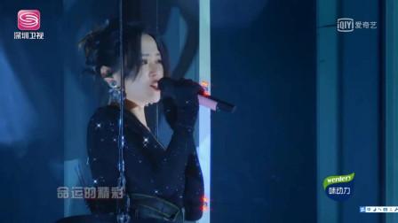 张靓颖70米高空献唱《我的梦》化为蝴蝶,扇动翅膀