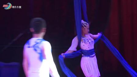超短裙美女挑战高空吊绳,却因为这一个简单动作,网友:想看一遍!
