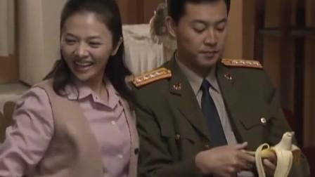 十一级台阶:副师长当了8年终于当上师长,和纷纷来祝贺