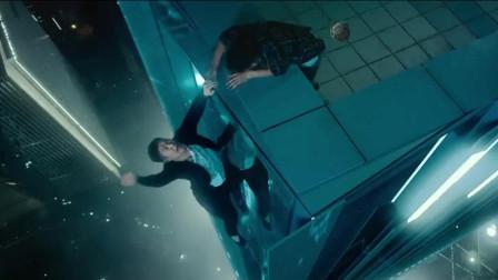 俩男子跳楼,掉下的瞬间突然反悔,最后却突然变成纸片人飘了下来