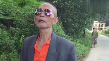 广西老表搞笑视频:许华升带爷爷偷柚子,黄汝富躺枪!