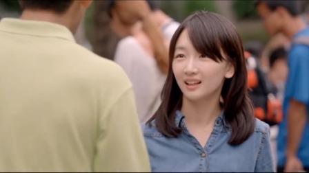 女大学生长得太漂亮,刚进校门就被外国学生搭讪,大一就是单纯
