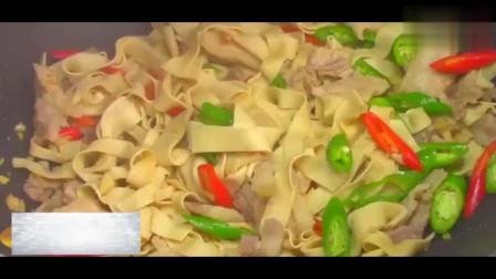 家常美食尖椒豆腐皮的详细做法,好吃又下饭,让你百吃不厌!