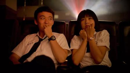 小伙带妹子去电影院,在电影院的套路看的眼睛发光,结局很催泪