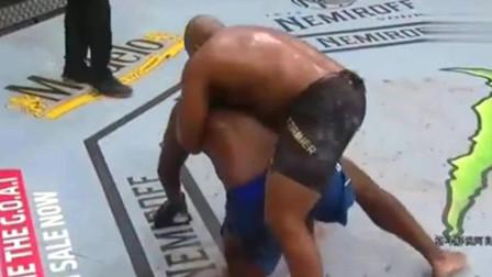 ufc经典之战 经典赛事UFC重量级冠军战 科米尔VS刘易斯 全场精彩瞬间