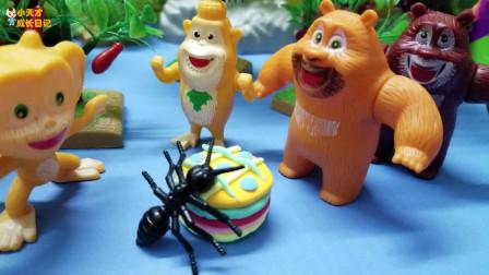 熊熊乐园玩具故事:噢,蚂蚁在偷吃我们的彩虹蛋糕呢,可恶的蚂蚁!