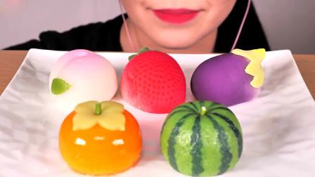 小姐姐吃漂亮的和果子,都是水果造型的,网友:看着就好想咬一口!