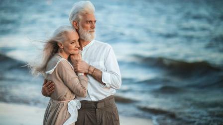 献给所有伴侣的真心话《人人都说我爱你》