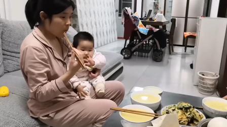 """秋妹馋""""咸食"""",婆婆做的农村美食真地道,宝宝看着都眼馋,幸福"""