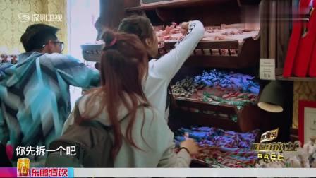 吴敏霞不想吃糖,张效诚主动帮她吃,好恩爱!