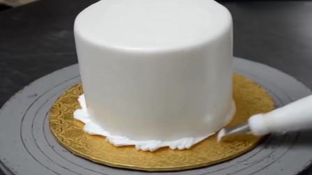 纯白奶油裱花蛋糕,看起来很有档次,生日礼物首选