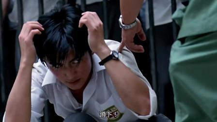 香港黑帮电影:陈浩南山鸡等人被一帮古惑仔暴揍,还好警察及时赶到