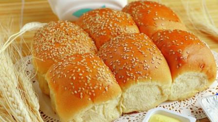 用酸奶做面包简直太适合了,揉一揉,卷一卷,好吃得一口气吃了三个