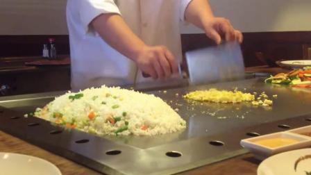月薪过万的高级厨师做铁板蛋炒饭, 能看出有什么不同吗?