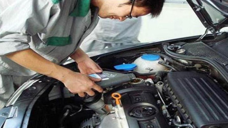 """维修工不小心说漏嘴:汽车保养时,这个""""孔""""多清洁,动力堪比新车"""